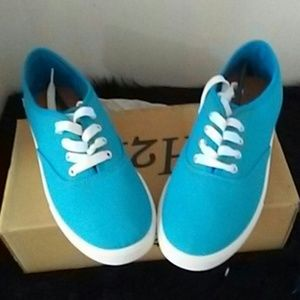 H2K turquoise blue sneakers